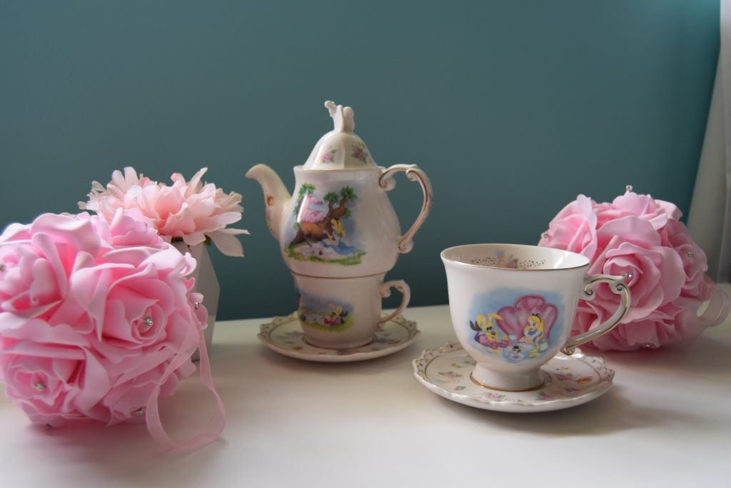 Tea cups and tea cup