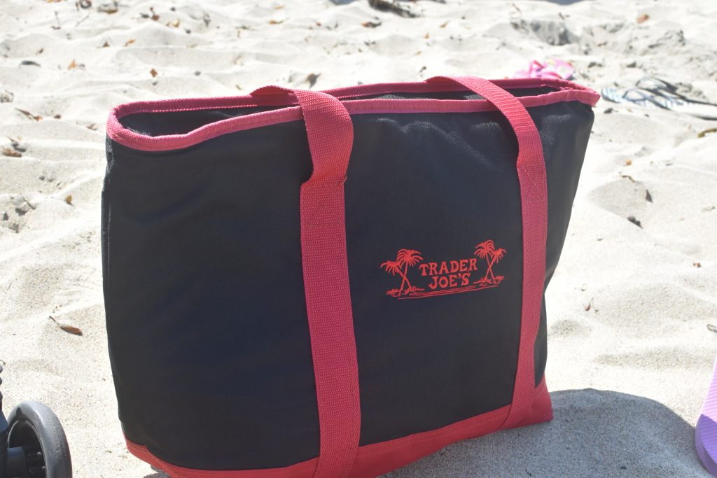 Must-have beach item-reusable insulated bag
