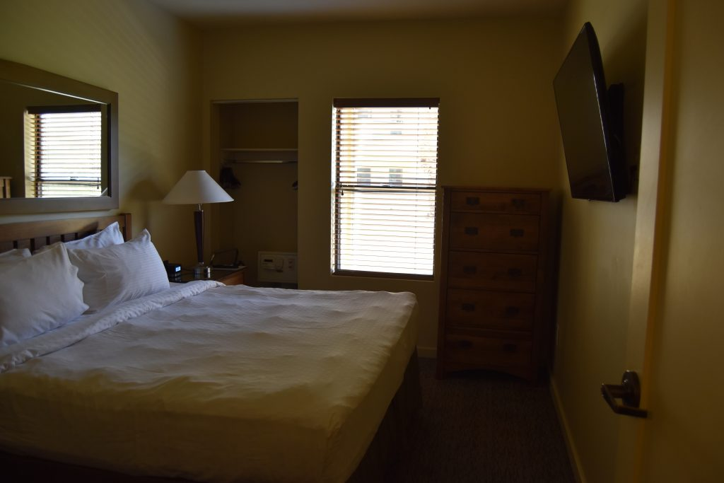 Master bedroom in Cancun Vegas resort