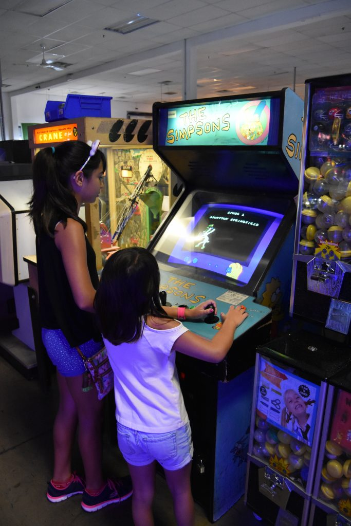 Pinball Hall of Fame-Kids playing The Simpsons Arcade Game