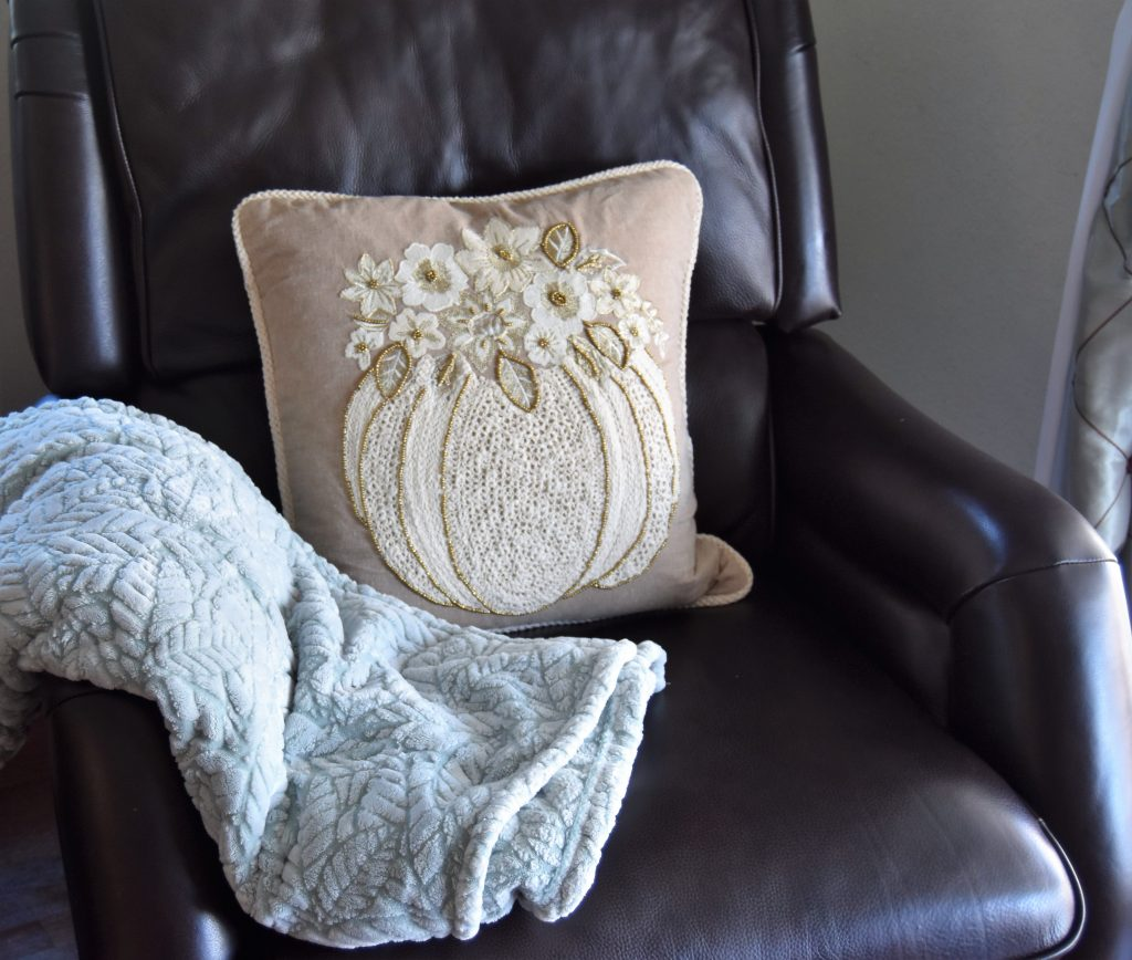 Simple Fall Home Decor-Fall themed throw pillow with fleece blanket
