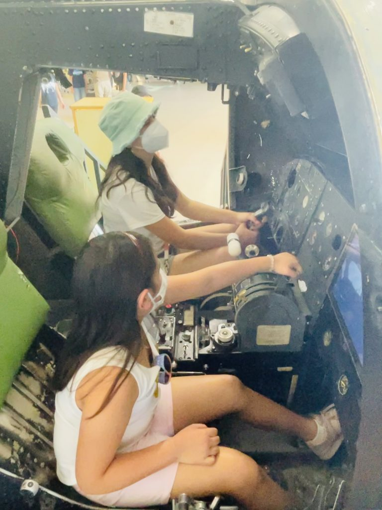 Girls in flight simulator